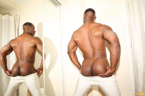 black-bodybuilder-naked-butt